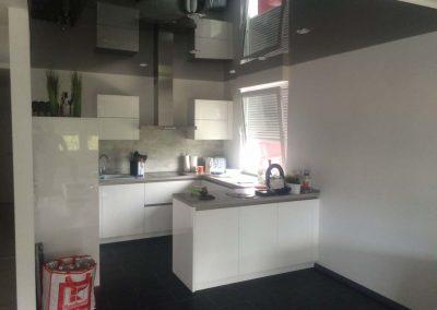 Schwarze Hochglanz Spanndecke In Der Küche